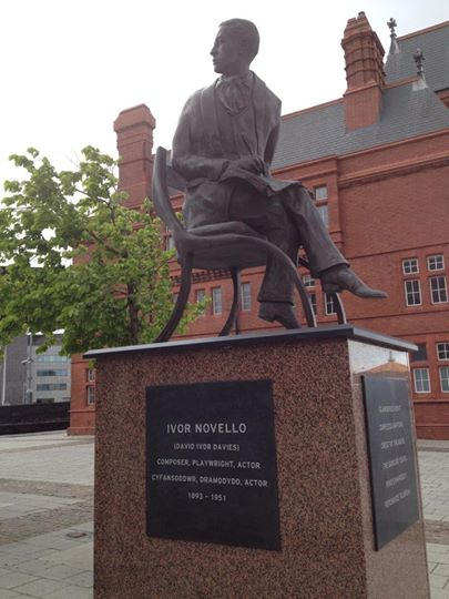 ivor novello statue by jeremy rees