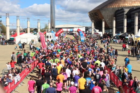 Cardiff Bay, Wales. 2nd April 2017. Athletes take on the Cardiff Bay 10k run.